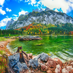 Panel Szklany Góry Beautiful view of idyllic colorful autumn scenery in Gosausee lake Austria