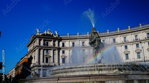 Foto op Aluminium Oude gebouw Rome, Italy - September 11, 2018: rainbow on fountain of the Naiads by the Palermo artist Mario Rutelli, built in 1901 in the center of Piazza Esedra