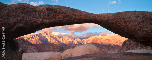 The Lathe Arch in Alabama Hills Lone Pine Canvas Print