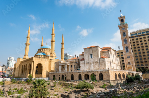 Fotografia Beirut Lebanon streets downtown Beirut with mosque and church next to each other