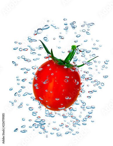 Photo Cherry tomato splash with small air bubbles