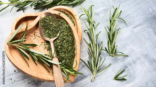 In de dag Aromatische Dried rosemary with fresh rosemary twigs