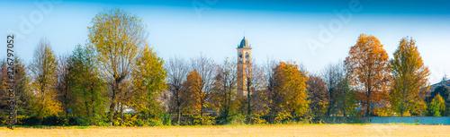 Fotografia panorama di campagna con campanile