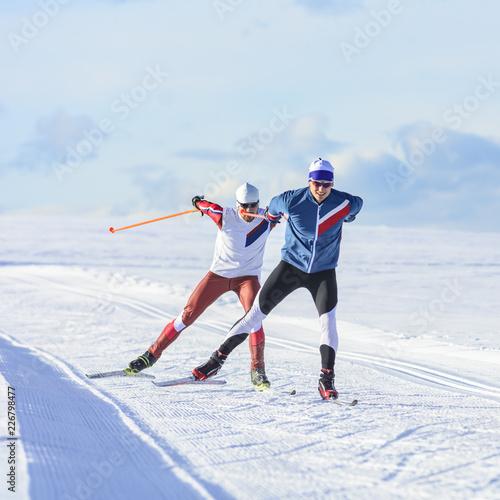 Fototapeta Nordic Skating - kräfteraubender Ausdauersport