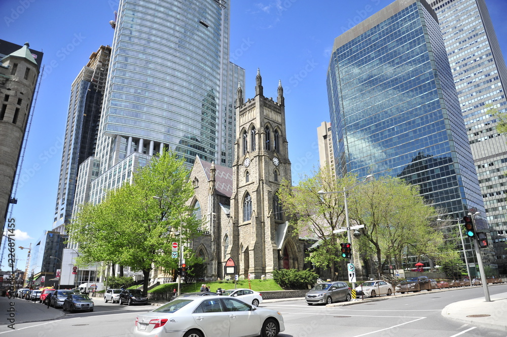 Fototapety, obrazy: St. George's Anglican church amongst skyscrapers in montreal