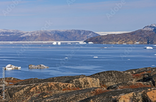 Spoed Foto op Canvas Arctica Looking across arctic waters to the Greenland Ice Cap