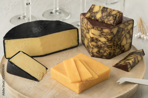 Cheese board wirh Irish Cahills porter cheese, Irisch cheddar and waxed farmhouse cheddar
