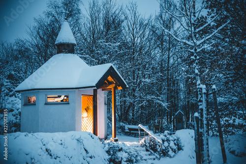 Leinwand Poster Kapelle im Schnee