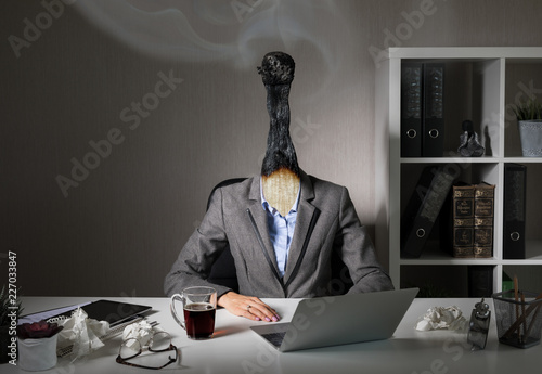 Fotografia  Conceptual photo illustrating burnout syndrome at work