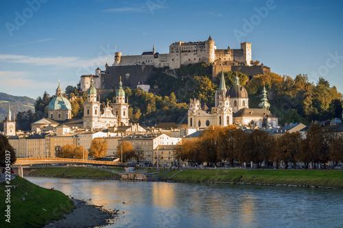 Foto Festung Hohensalzburg mit salzburger Altstadt im Herbst, Österreich