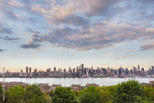 Keuken foto achterwand New York City New York City midtown Manhattan skyline panorama view from Boulevard East Old Glory Park over Hudson River.
