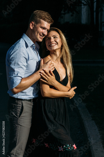 Photo  the girl and the guy are smiling holding hands and hugging