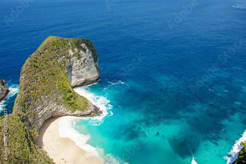 Obraz na plátně Beautiful view of Kelingking beach, it's a hidden beach in the village of Bunga Mekar, on the southwestern coast of Nusa Penida island, Bali, Indonesia