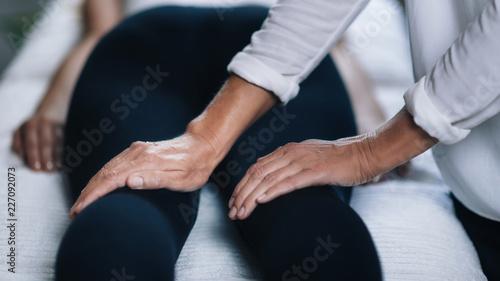 Photo  Reiki Knees Massage