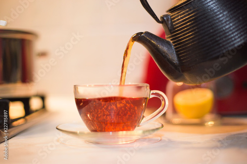 Staande foto Thee Pour tea