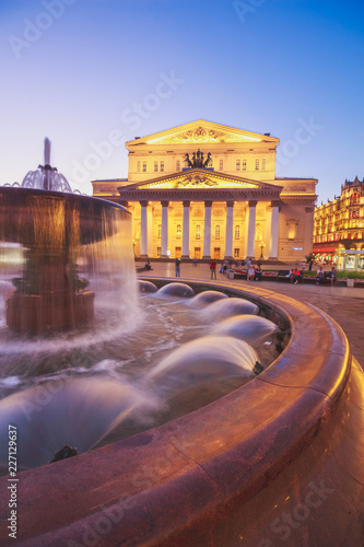 Foto op Plexiglas Theater Fountain on the background of the Bolshoi Theater in Moscow