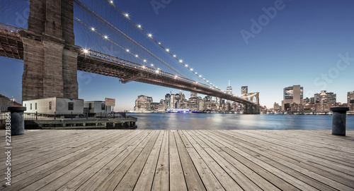 Fototapeta empty street with bridge in new york obraz