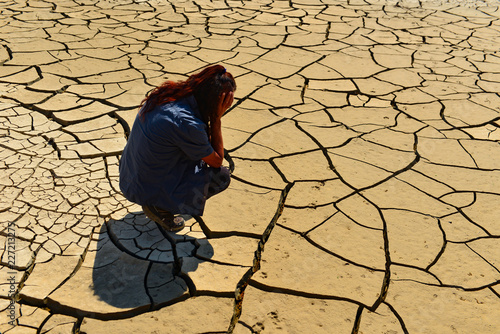 Slika na platnu land losses, thirst, waste and life philosophy