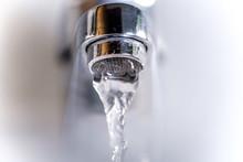 Wasserhahn Von Unten