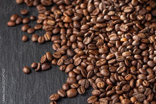 Foto op Aluminium Buffet, Bar coffee beans on dark background