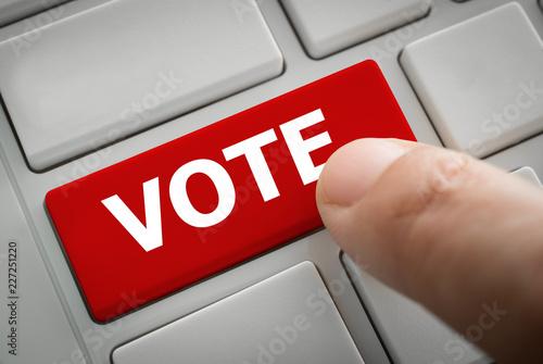 Valokuva hand touching the vote button
