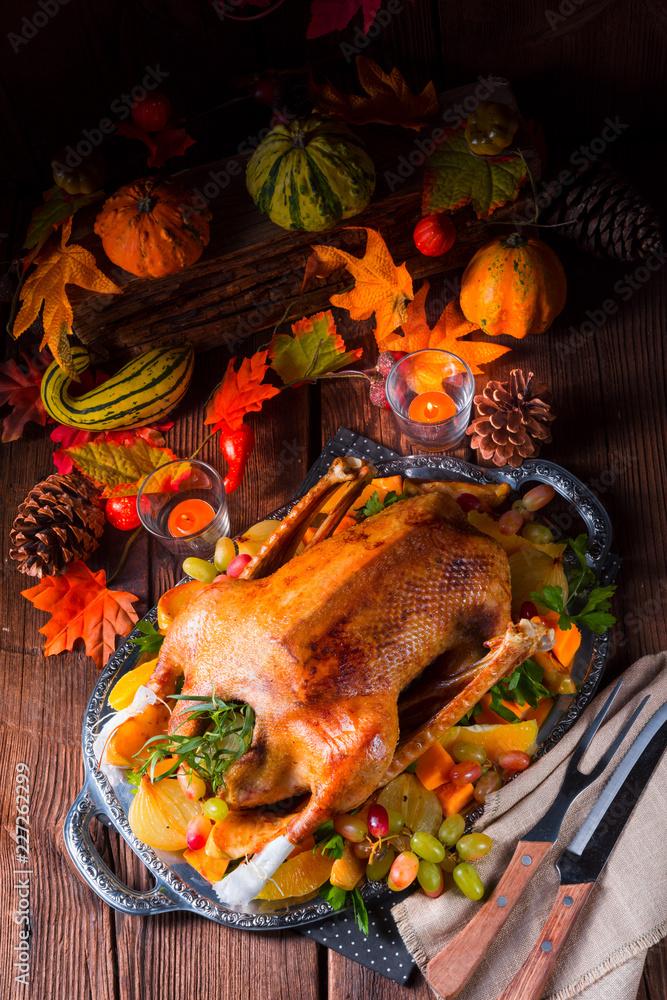 Leinwandbild Motiv - Dar1930 : delicious crispy honey goose from the oven