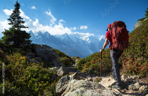 Canvastavla A man hiking on the famous Tour du Mont Blanc near Chamonix, France