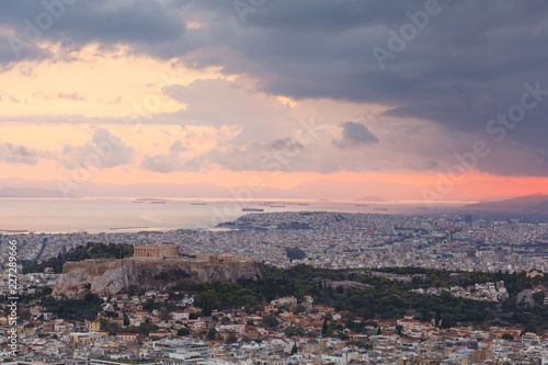 Fotobehang Mediterraans Europa View of Acropolis and Athens from Lycabettus hill at sunset, Greece.