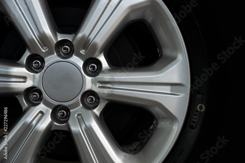 Cuadros en Lienzo closeup alloy car wheels with soft-focus and over light in the background