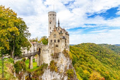 Keuken foto achterwand Historisch geb. Schloss Lichtenstein im Herbst auf der schwäbische Alb