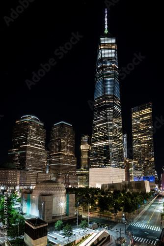 Fotografering  One World Trade Center bei Nacht