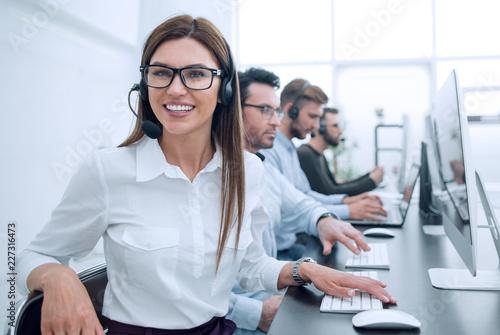 Cuadros en Lienzo smiling call center employee works in a modern office