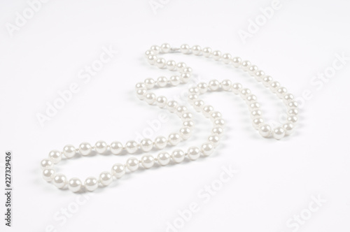 Foto  White pearl necklace