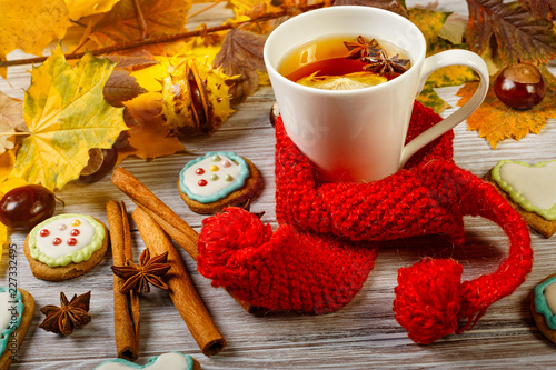 Staande foto Thee Autumn Cup of tea with gingerbread