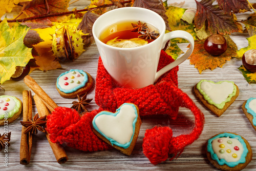 Foto op Plexiglas Thee Autumn Cup of tea with gingerbread