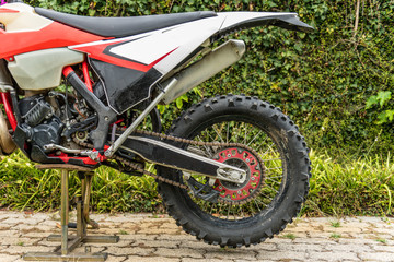 Rear wheel enduro motorcycle