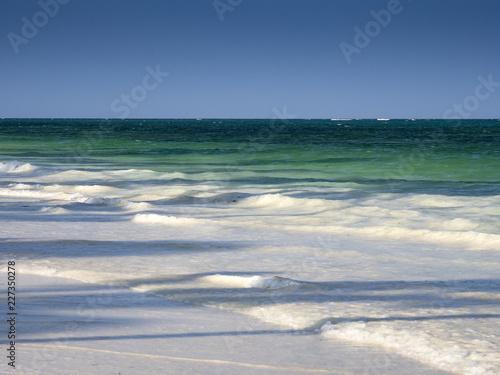 Fotografija  Weiße Wellen, grünes Meer, Strand, Pingwe, Ostküste, Indischer Ozean, Sansibar