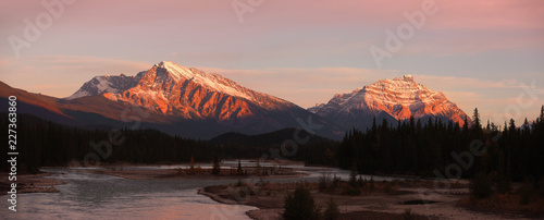 Panoramic view of Athabasca river landscape in Jasper national park Canvas-taulu