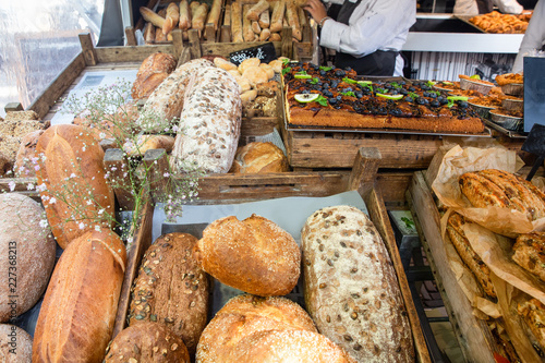 Tuinposter Brood Fresh loaves of bread on display at farmers market