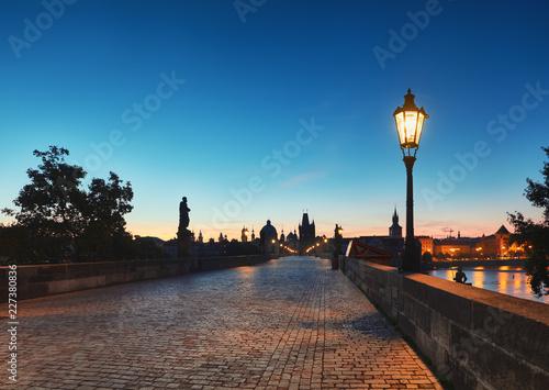 Poster de jardin Paris Prague, Charles Bridge early in the morning, panoramic image