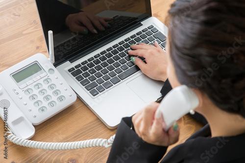Foto 電話する女性