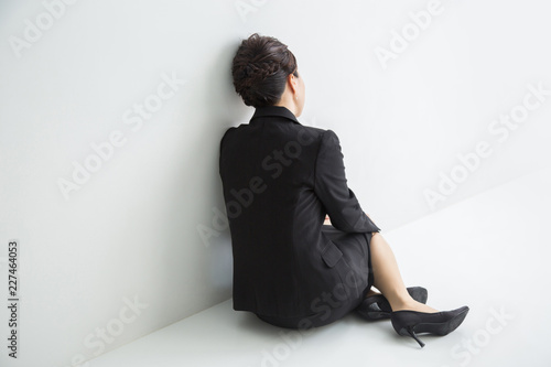 Fotografie, Obraz  座り込む女性