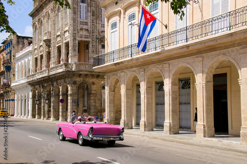 Foto op Canvas Havana Havana, Paseo de Marti, Old car, Flag