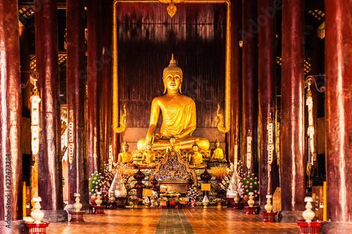 Foto  Wat Phan Tao wooden hall