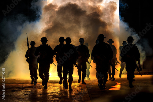 Fotografía  soldiers walkers carry weapon of fire
