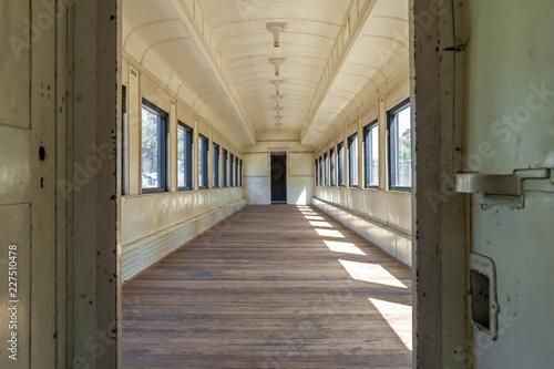 Fotografie, Tablou  corridor in an old train wagon