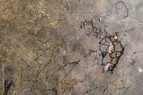 Fotografía  Surface of cracked cement-sand mortar leveling screed on concrete