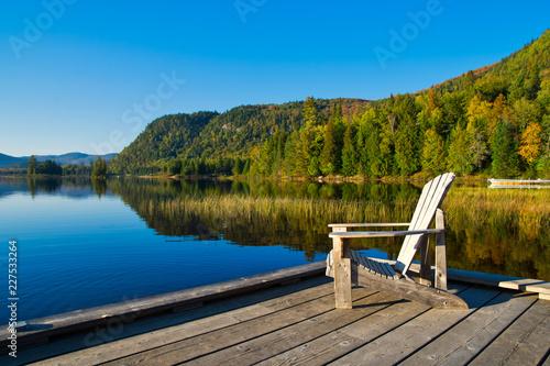 Carta da parati Wooden chair on lakeside pier