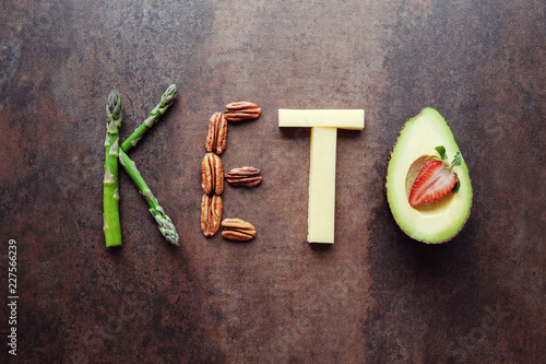 Fotografia  Keto word made from ketogenic food