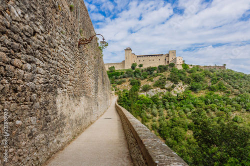 Foto Aqueduct and fortress in Spoleto, Umbria, Italy